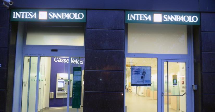 Intesa Sanpaolo batte attese con netto trim3, Cet1 regime al 13%